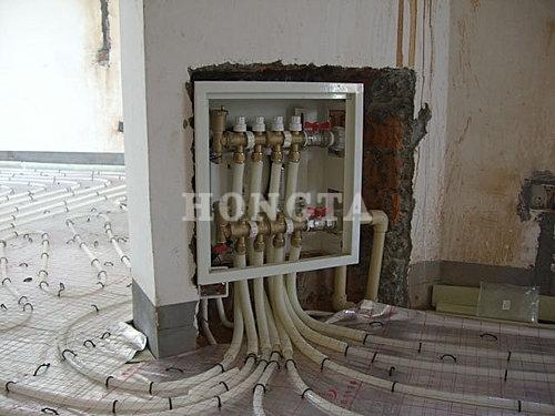 家用地暖安装示意图:分集水器的安装