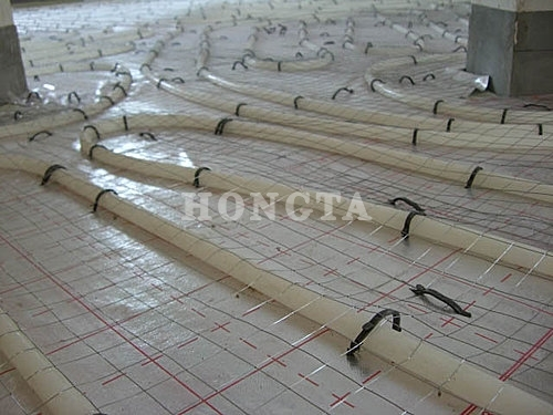 家用地暖安装示意图:铺铁丝网