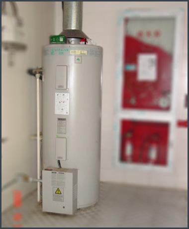 万凯商用燃气容积式热水炉安装实景图